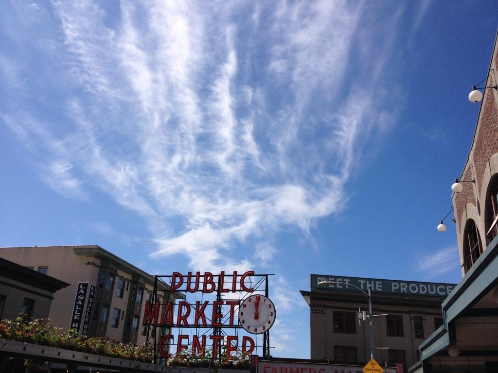 L'ingresso del mercato pubblico di Pike Place a Seattle.