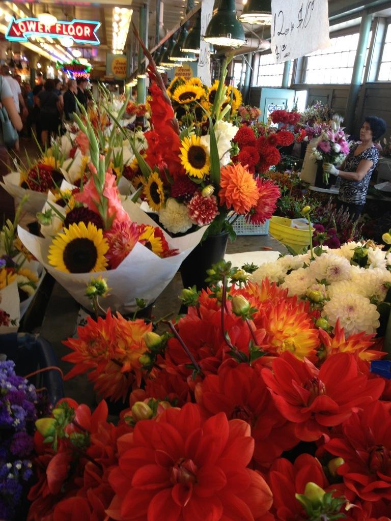 Stand di fiori al mercato di Pike Place.